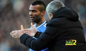 Ashley Cole, left, has been given limited opportunities by José Mourinho at Chelsea this season