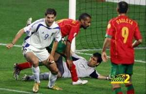 Greek forward Angelos Charisteas (L) cel